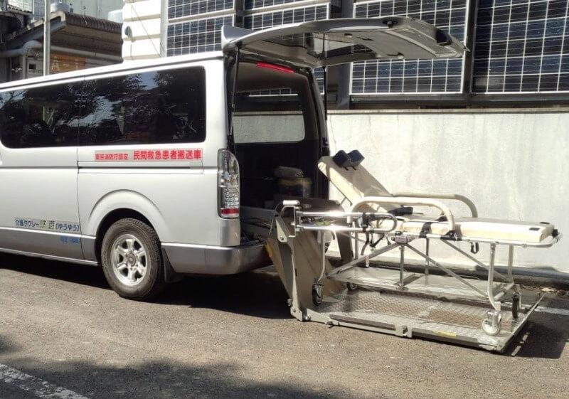介護車両リフトストレッチャー搬入イメージ