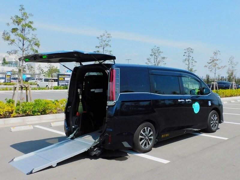 ケアタクシーヤマヨの介護車両、エスクァイアスロープタイプ