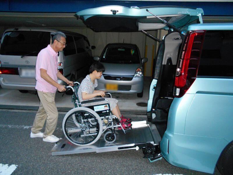 車いす乗車介助