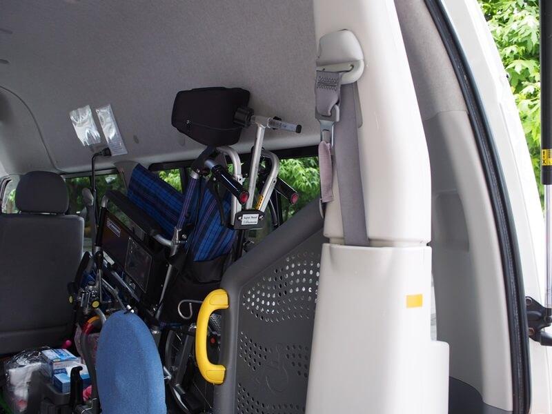 車内、車いす収納時