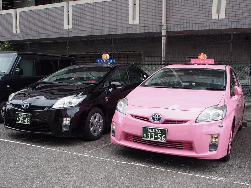 一般タクシーとピンクタクシー