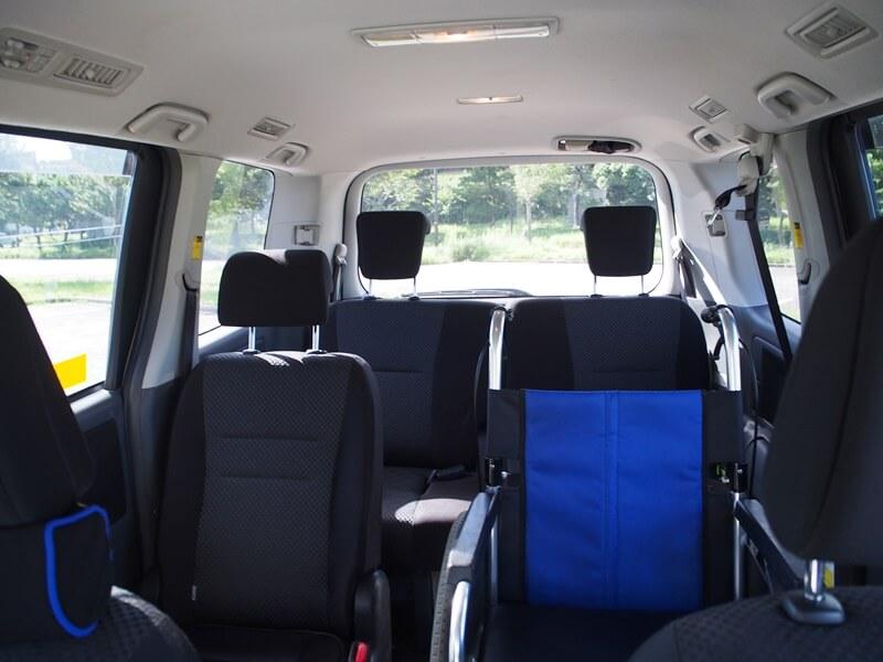 2列目シートに車いすを設置できる