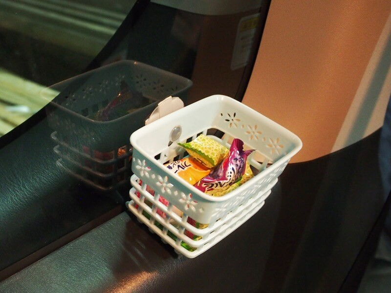 付き添い席に置いてあるキャンディー