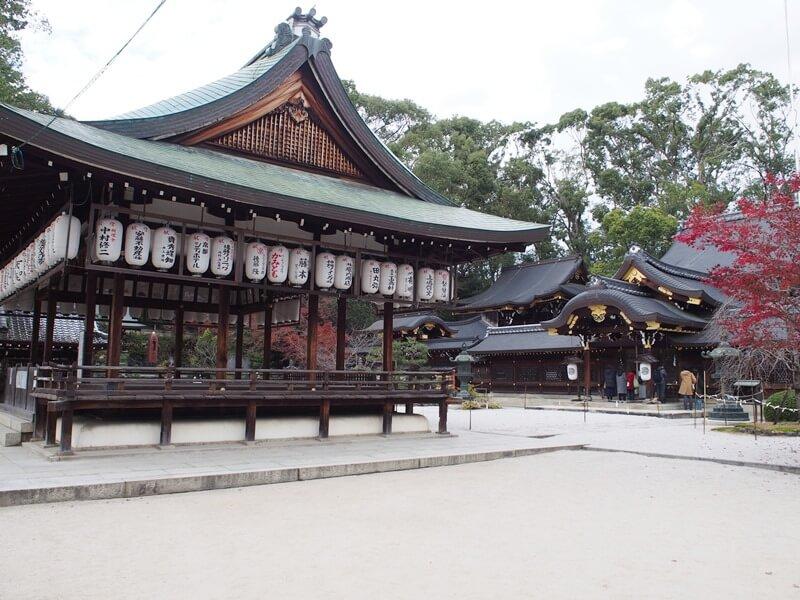 今宮神社の舞殿と本殿