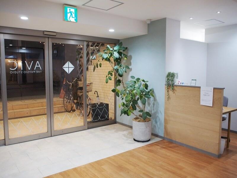 AViC尾山台店の入口と受付