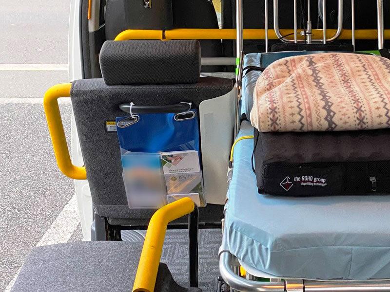介護タクシーでAViCを宣伝