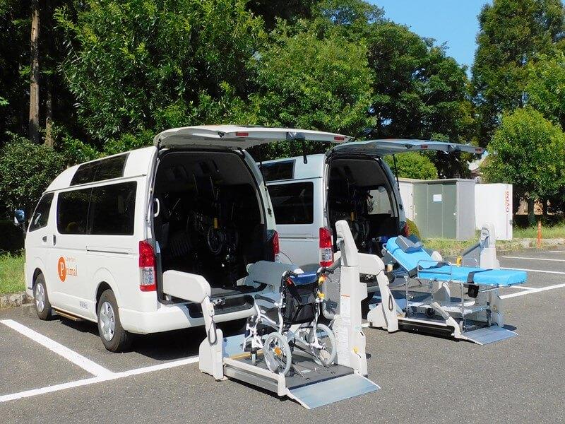 介護車両ハイエース後部リフトと搬送器材